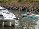 Auto im Fluss