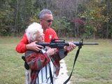 Omi lernt schießen