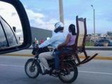 Motorrad mit Schaukelstuhl