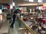 Verrückter Einkauszentrumsprung