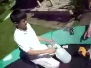 Kinder basteln Bombe